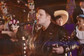 Fall Out Boy – HOLD ME TIGHT OR DON'T (Music Video)